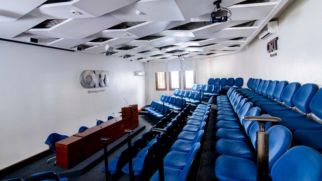 Auditorios y salas de seminarios equipadas con la más moderna tecnología multimedia