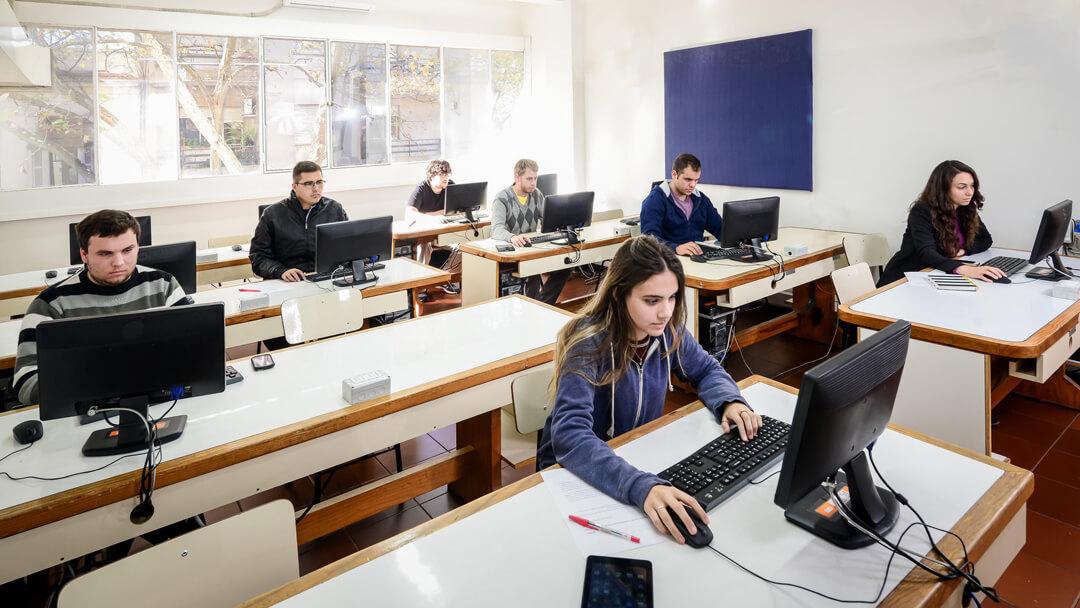 Una red con más de 1.200 computadoras conectadas a Internet