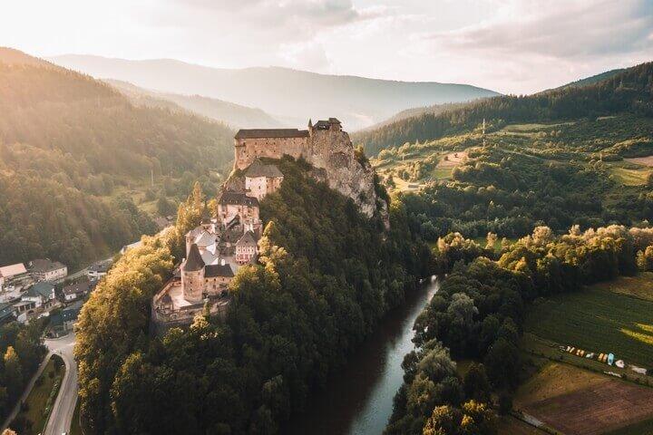 *Castillo de Orava, en Eslovaquia, escenario de Nosferatu*