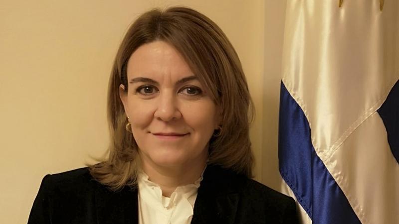 Alejandra De Bellis, Licenciada en Estudios Internacionales por ORT.