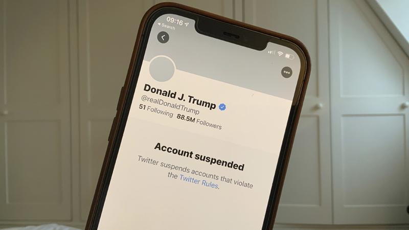 *La cuenta de Twitter de Donald Trump fue suspendida.*