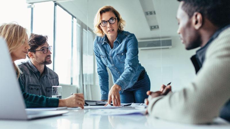 Contratación de mujeres en empresas tecnológicas