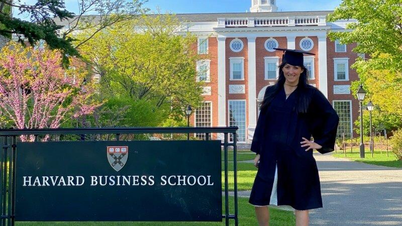Graduada de Contador cuenta experiencia en el MBA de Harvard y en McKinsey