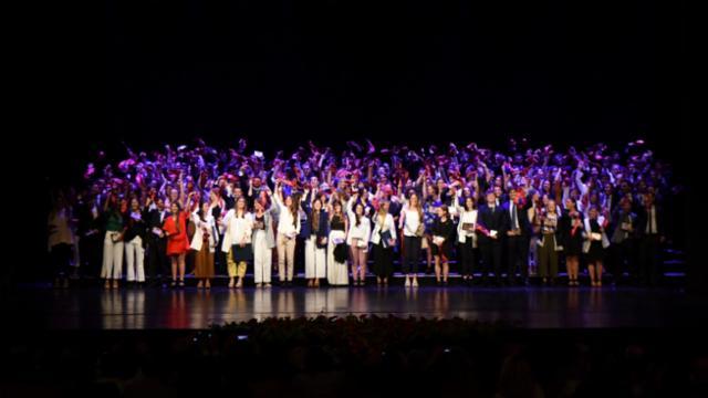 Primera ceremonia anual de graduación