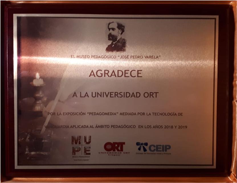 Placa de reconocimiento del Museo Pedagógico a la Escuela de Diseño de ORT