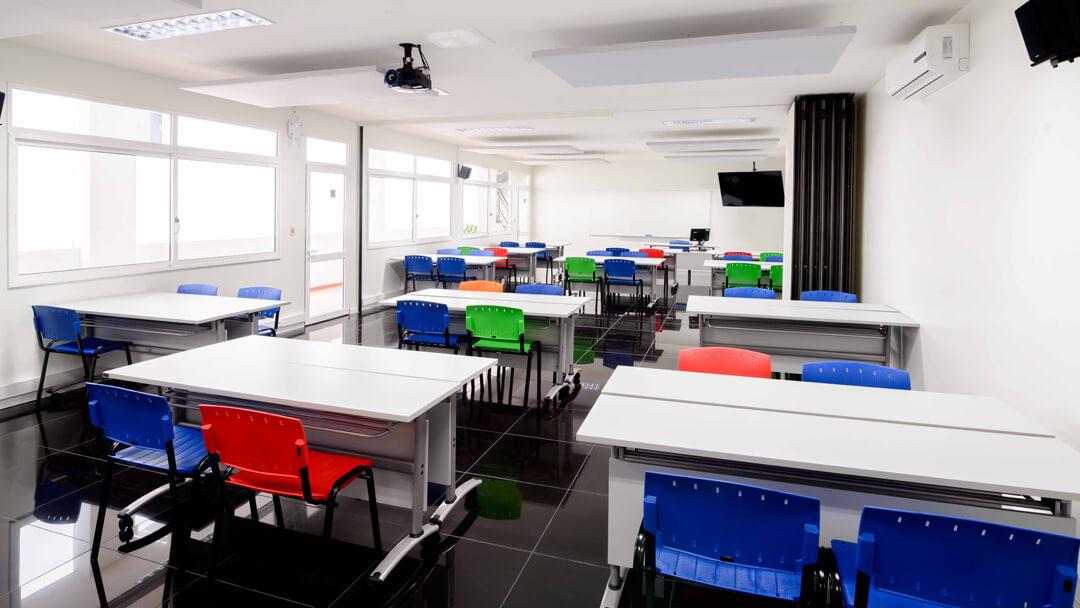 Salas de videoconferencia que permiten que académicos de todo el mundo participen en los cursos